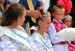 Crowning of the Junior Queen
