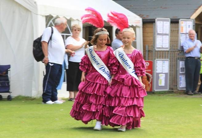 Entrance of the Junior Princesses