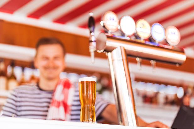 Ravintola Båtin olutvalikoima rakentuu Sinebrychoffin tuotteiden ympärille. Viinivalikoima on rento ja raikas.