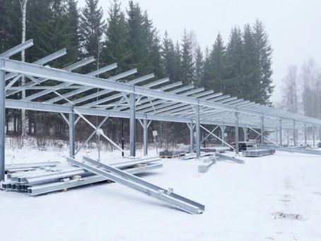 Pilottihanke Polarian kanssa tuottaa autokatoksista aurinkosähköä