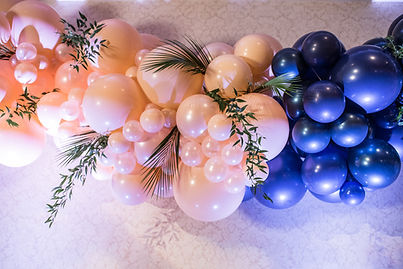 Organic Balloon Garland with Florals | Balloon Zoom