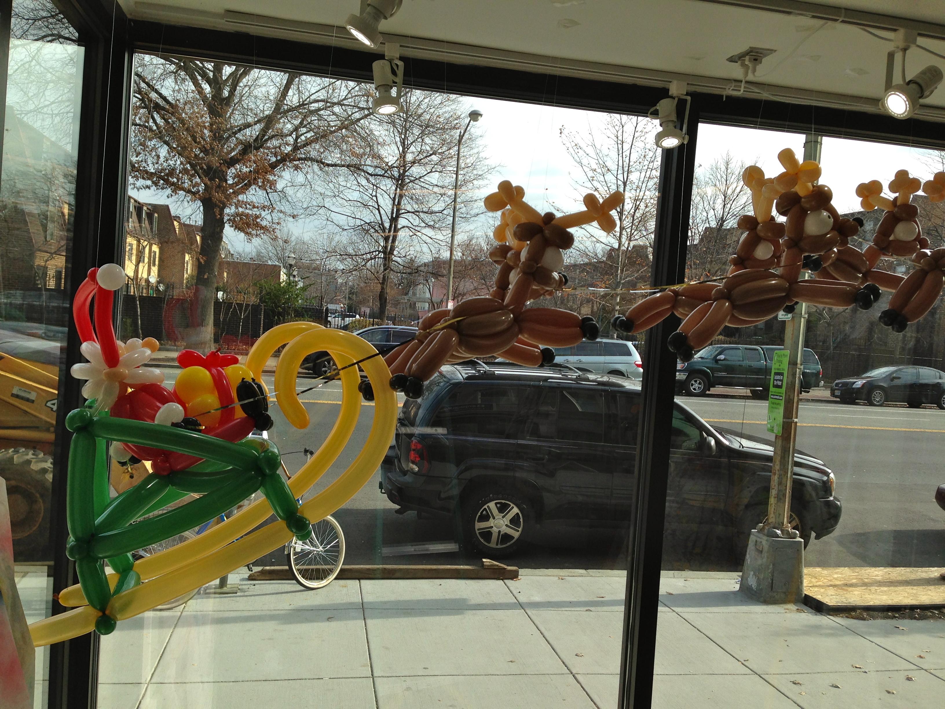 Christmas Balloon Decor | Washington DC | Balloon Zoom