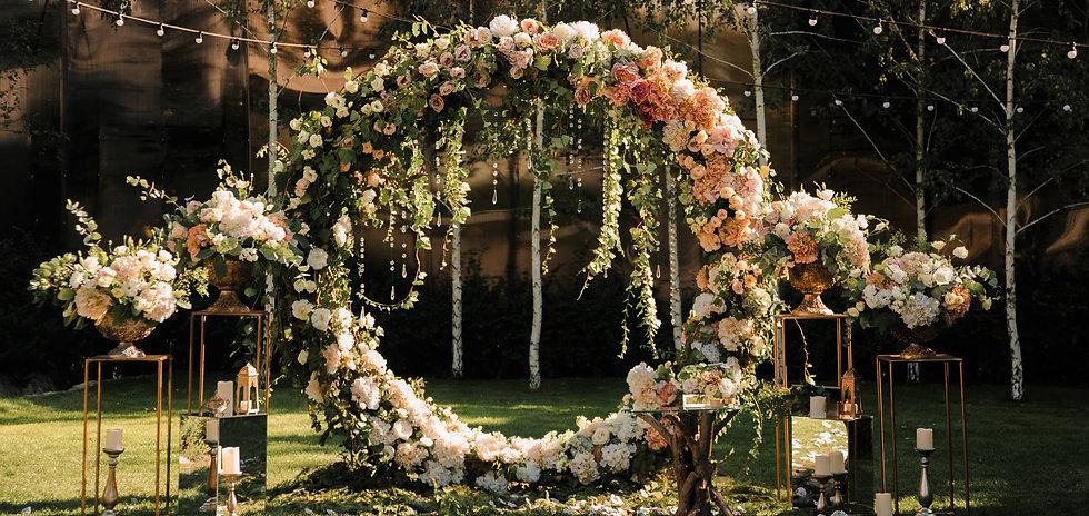 Wedding. Wedding ceremony. Arch. Arch de