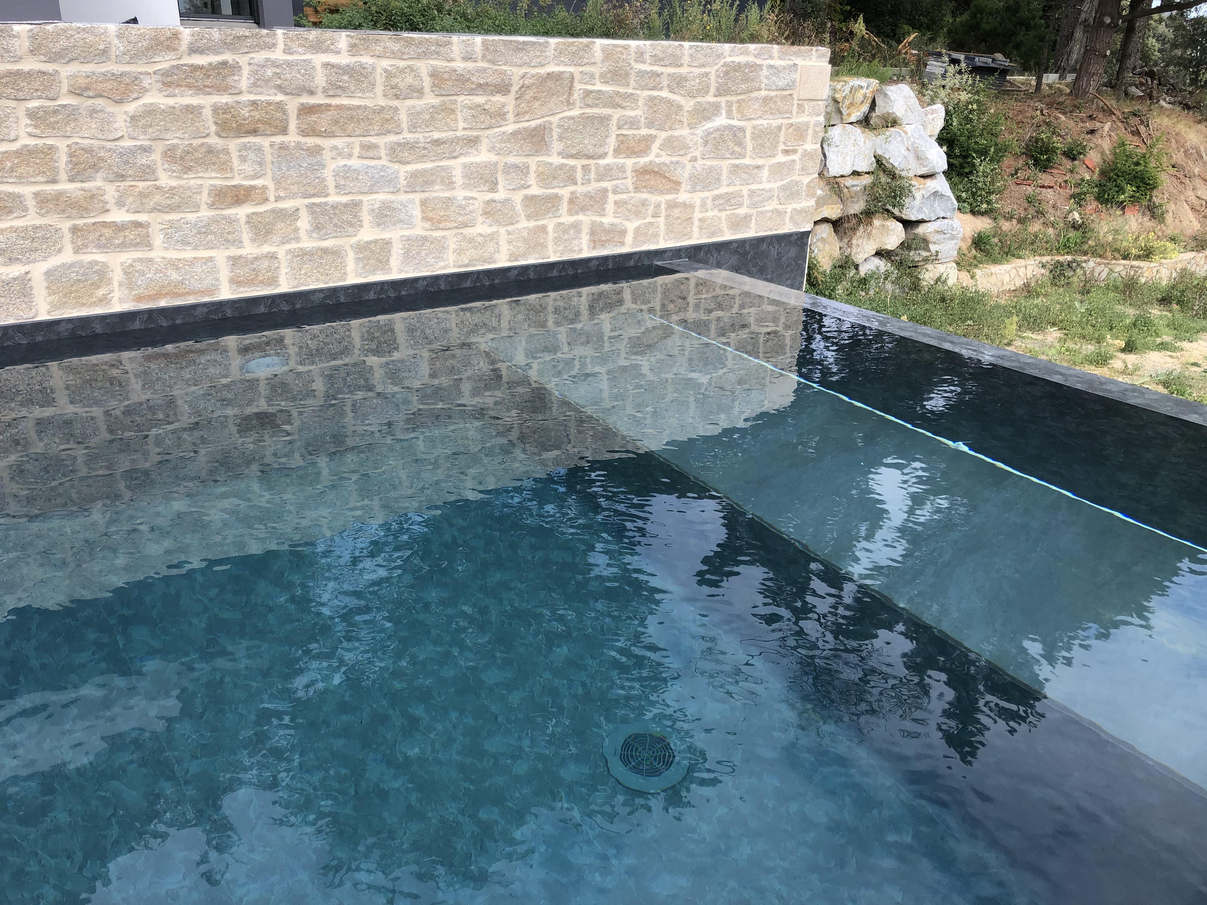 piscine débordement