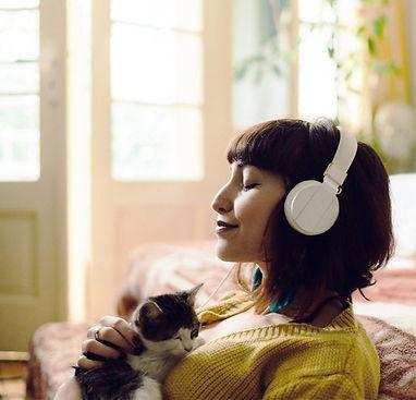 Female_Headphones_Cat_1296x728-header-12