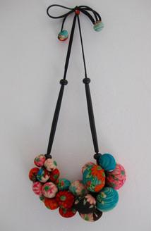 Colliers fait de tissu de Kimono