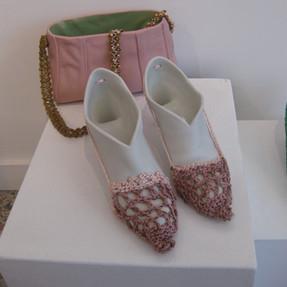 Chaussures et sac en porcelaine avec textile