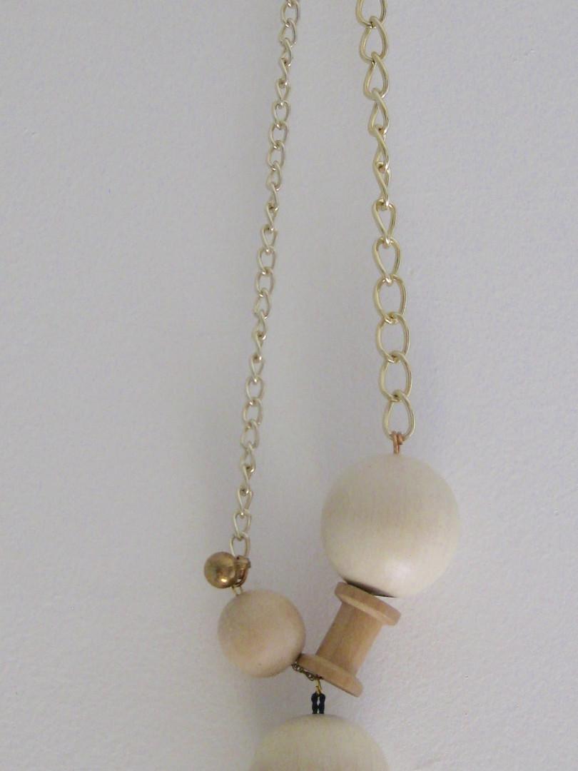 Collier fait avec des perles