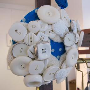 Chapeau fait avec des boutons