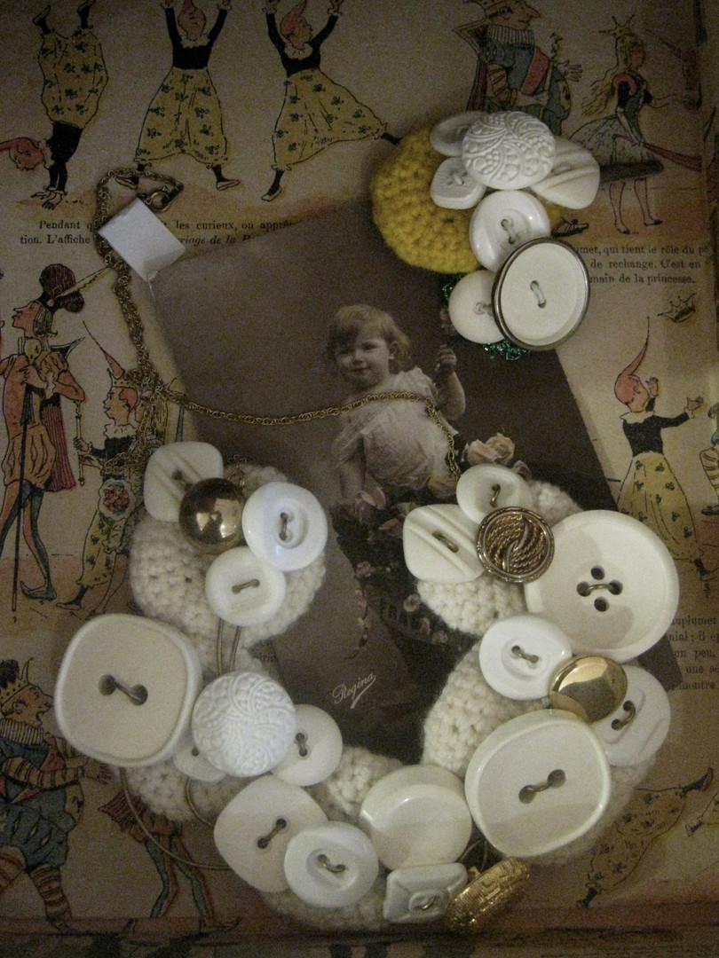 Collier fait avec des boutons