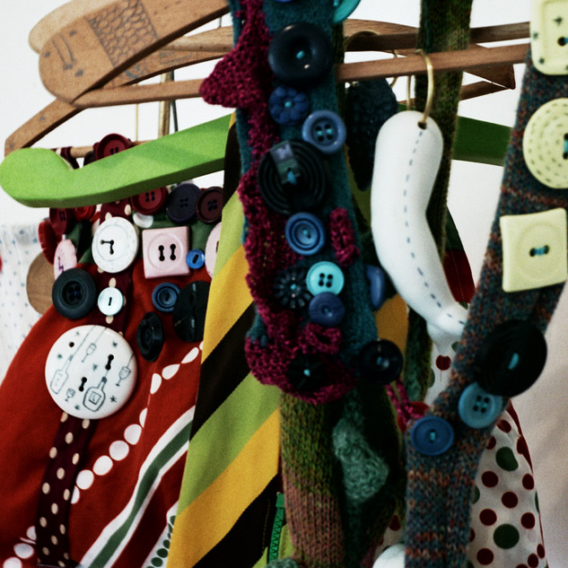 Installation de céramique et d'accessoires textile
