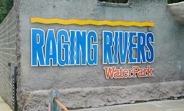 Raging Rivers wavepool