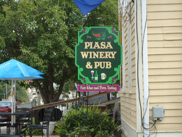 Piasa Winery & Pub hanging sign