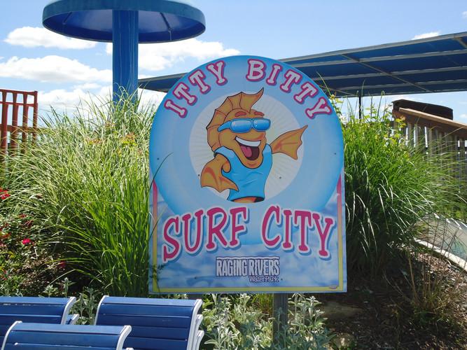 Raging Rivers Surf City