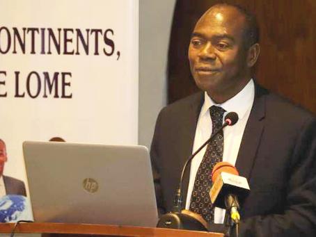 Le cartable numérique de Victor Agbegnenou apprécié au Club diplomatique de Lomé