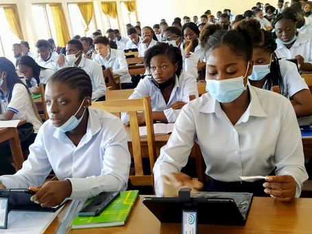 """Premier cours avec la """"Solution RETICE"""" à ESAG-NDE au Togo"""