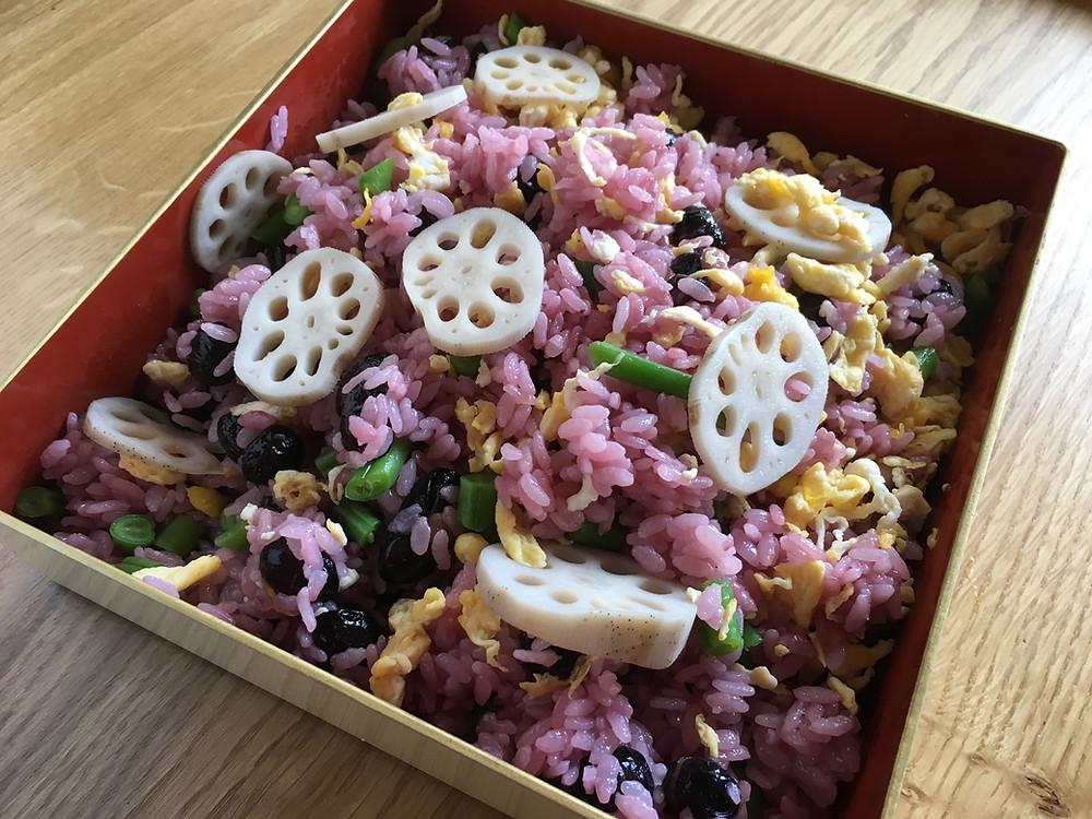 お祝いの席やお花見にぴったりの、黒豆寿司