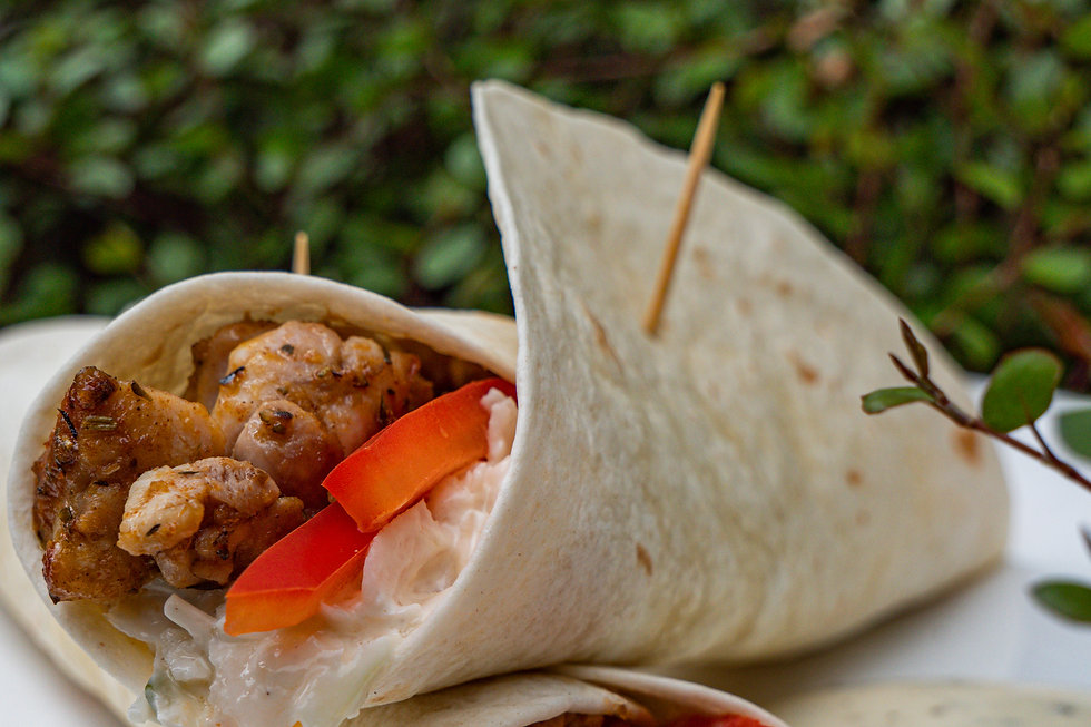 Kipgyros wraps met coleslaw