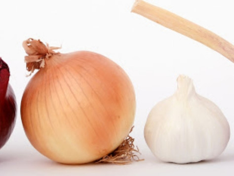 How does onion oil help with hair growth?