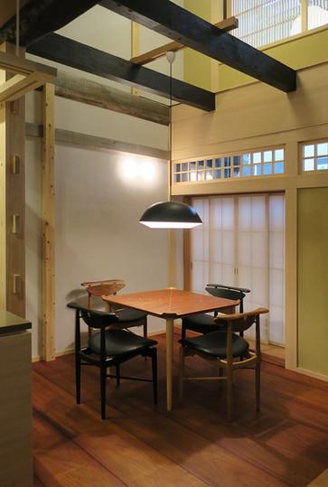 Reading Chair  / Finn Juhl / House of Finn Juhl Card Table / Finn juhl / House of Finn Juhl Caché Collection / Aurélien Barbry / LE KLINT Model 101 / Kaare Klint / LE KLINT