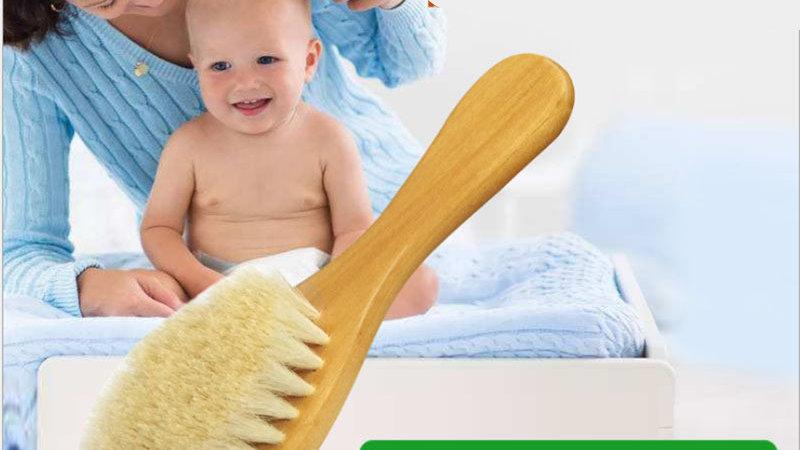 Spazzola per bebè in lana naturale con manico in legno