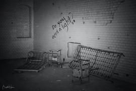 Beelitz Heilstätten, Lungenheilstätte, Brandenburg, Lost Place, decay, go2know, alte Gemäuer, Treppen, Säulen, Flure, Graffiti, Badehaus, Architektur, Pavillion, Verwaltungshaus, Historischer Ort, Baudenkmal
