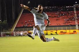Grêmio supera clube baiano e se aproxima do líder