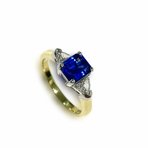 Ceylon Sapphire Emeraldcut Ring 1.37 cts