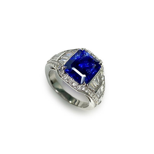 Ceylon Sapphire Emeraldcut Ring 5.47 cts