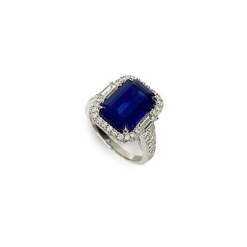 Ceylon Sapphire Emeraldcut Ring 6.25 cts