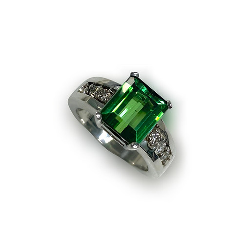 Green Tourmaline Emeraldcut Ring 3.52 cts