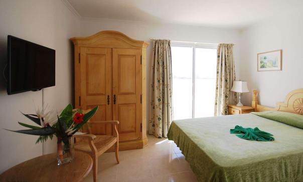 Zimmer-mit-Schrank-2000-60.jpg