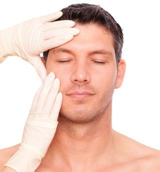 A cada dois minutos, um homem faz cirurgia plástica no Brasil
