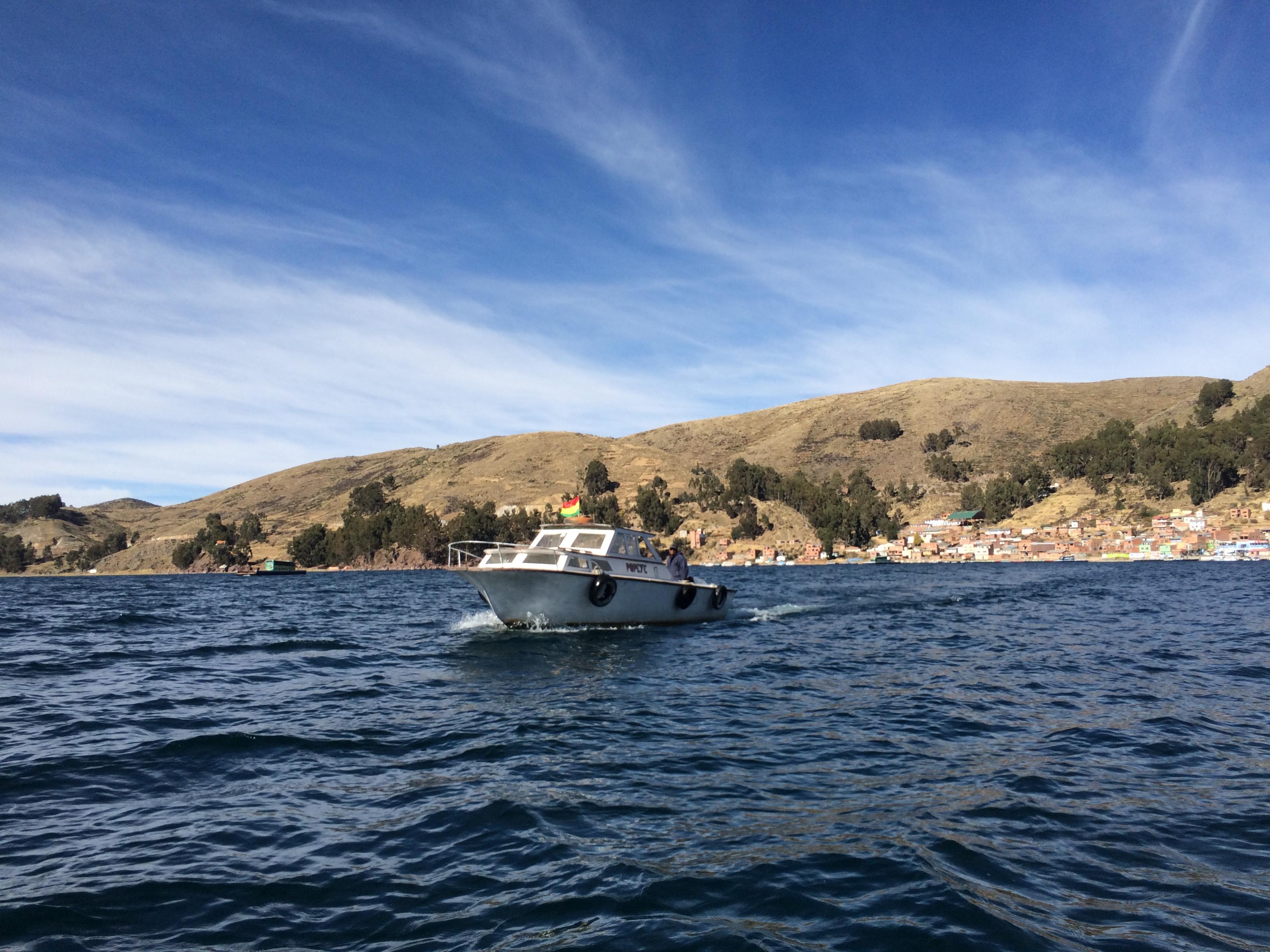 Cruzando el Titicaca