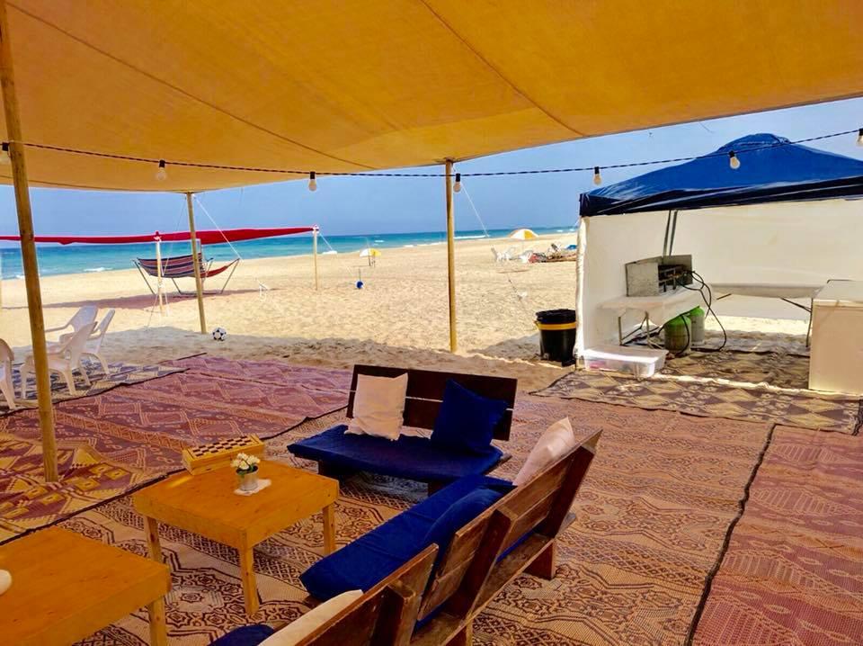 מטבח מקורה בחוף הים+ אזור ישיבה חוף נווה
