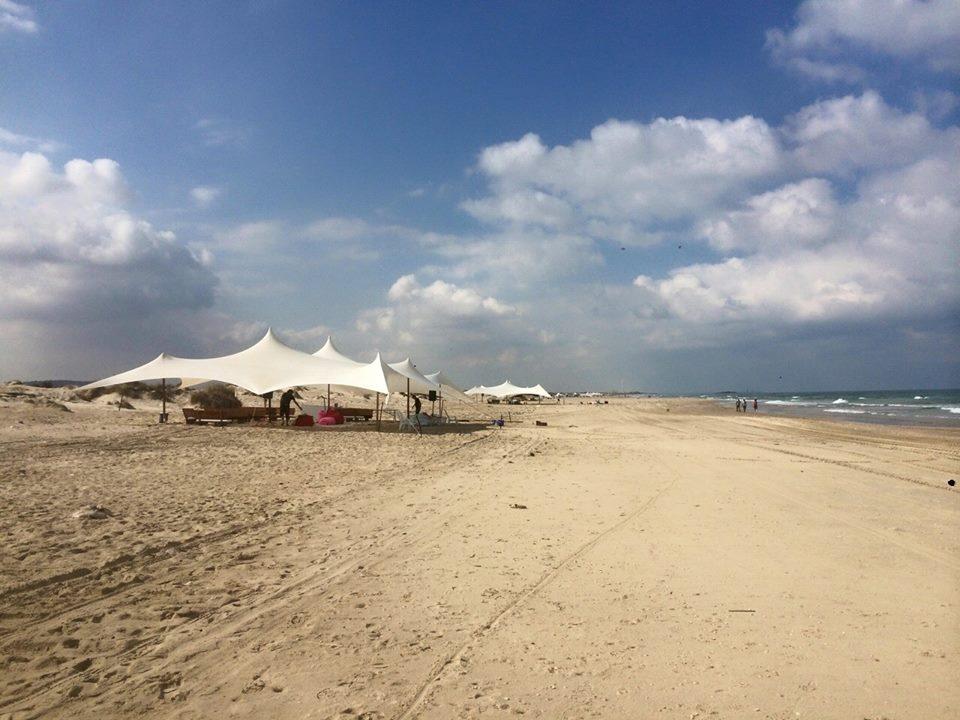 מתחמים על החוף