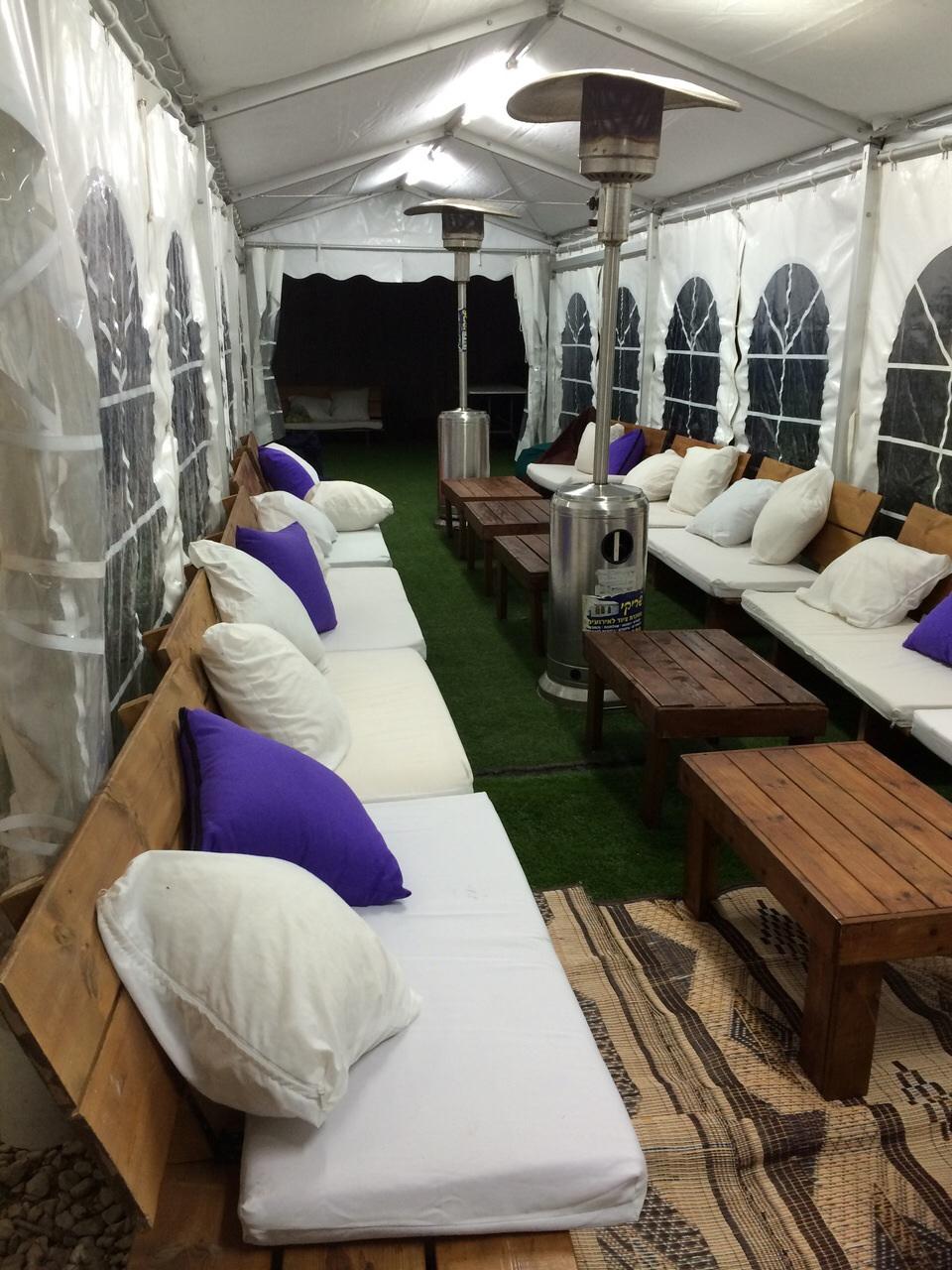 אוהל חורף אירוח בחצר