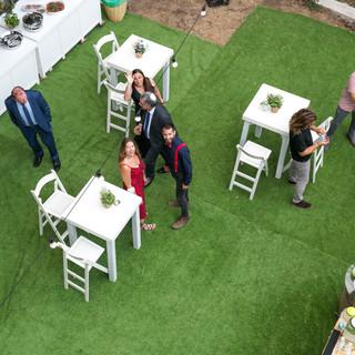 שולחנות בר + דשא סינטטי להשכרה