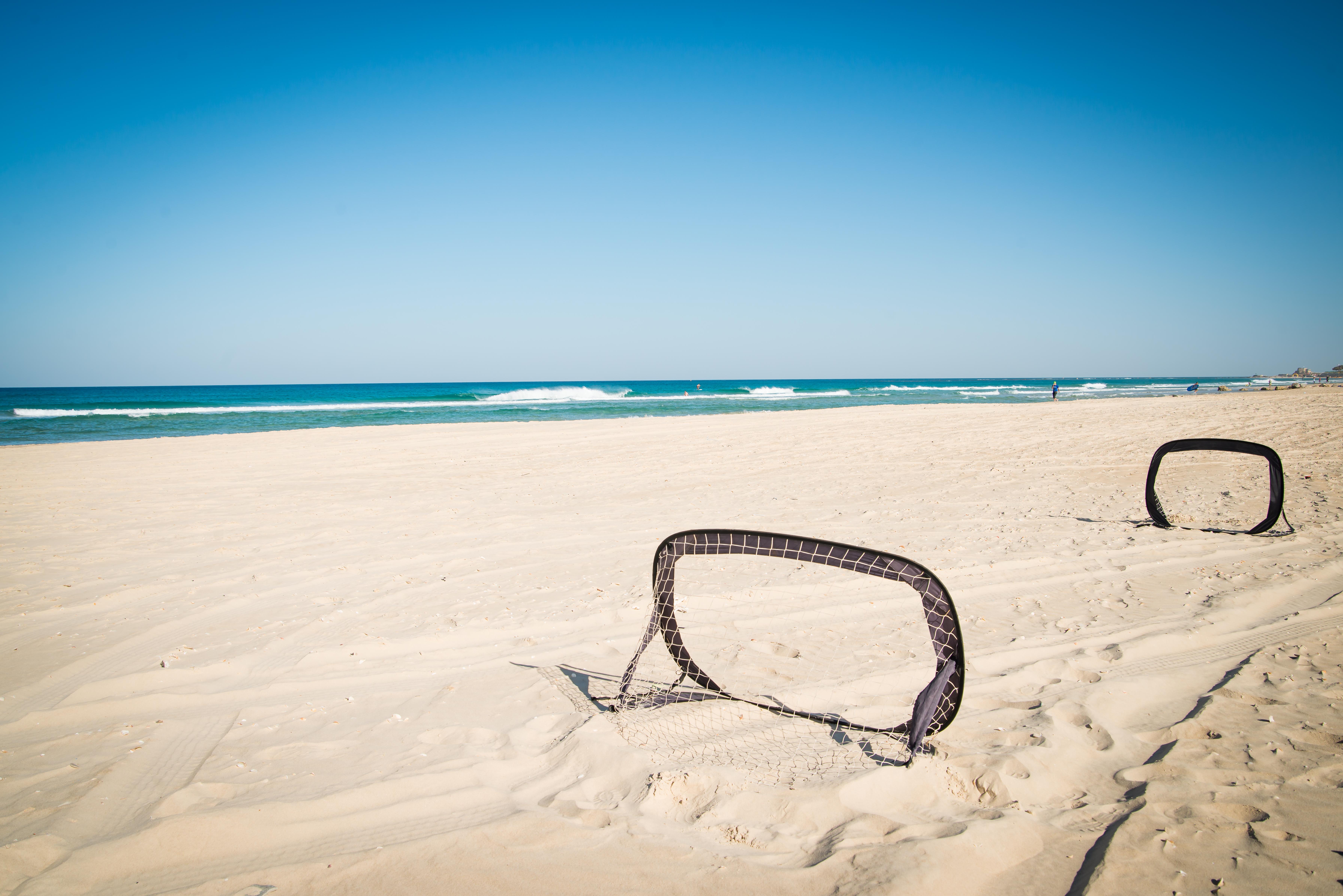מיני שערי כדורגל לחוף הים