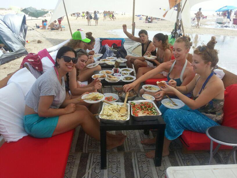 מסיבת רווקות חוף שדות ים