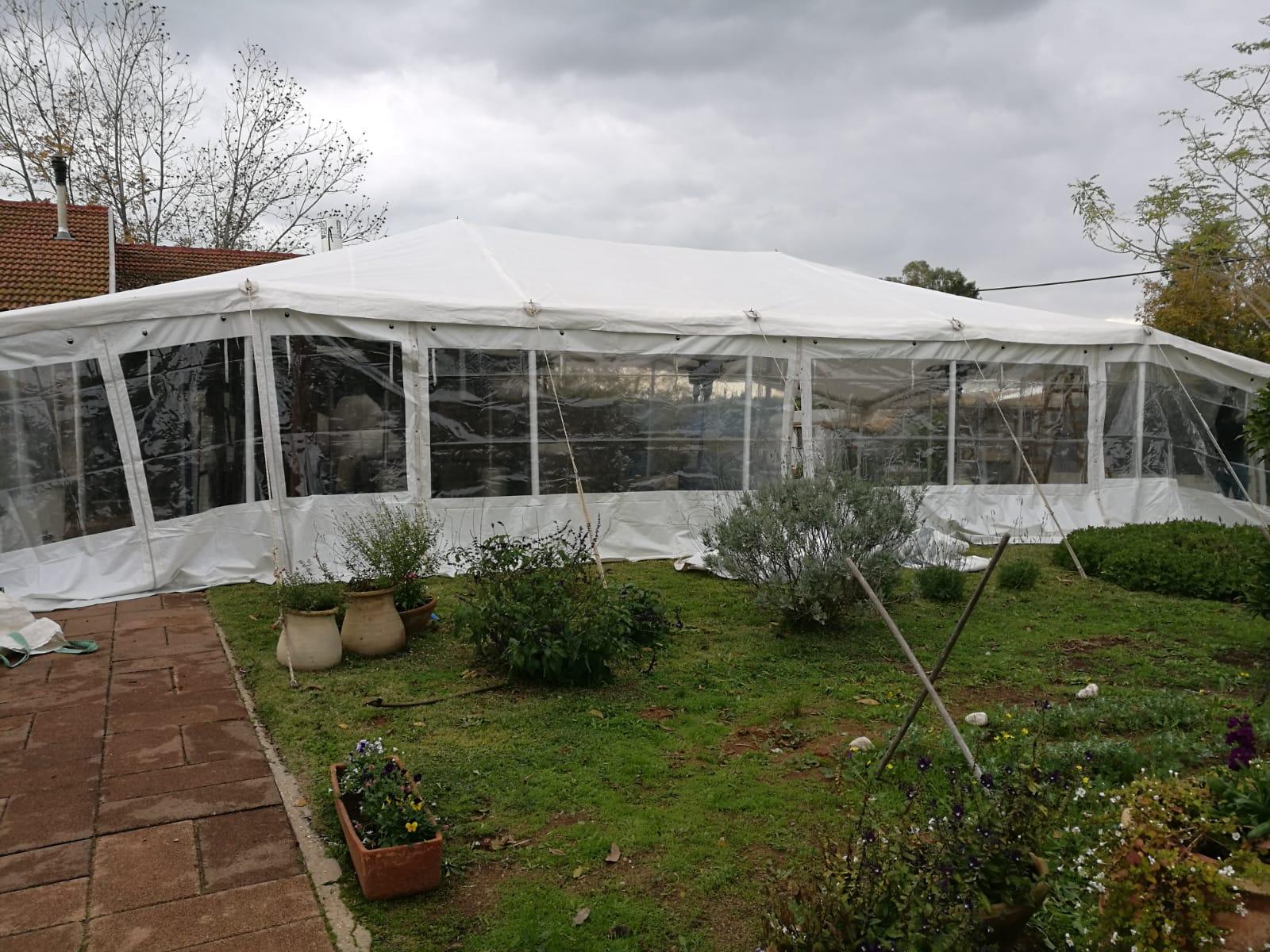 אוהל חורף בחצר