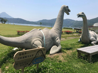 池田湖の畔、指宿の観光名所「えぷろんはうす池田」にイッシー現る(笑)