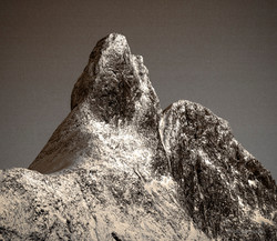 Romsdalshorn bruntone