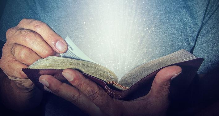 Bible%20with%20Light%201_edited.jpg