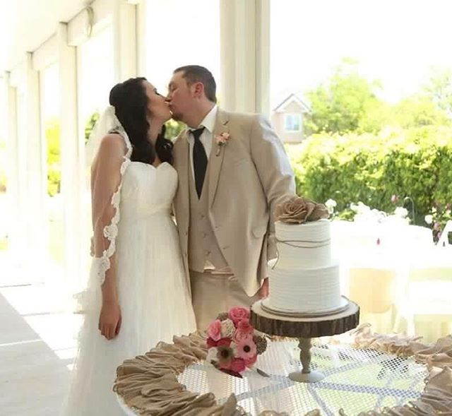 Great shot of one of my cute couples before they cut the cake