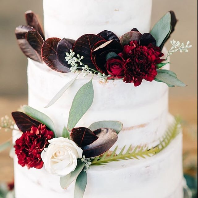 Love this simple look of our Naked Cake with Fresh Flowers on it! It's perfect for a fall wedding!