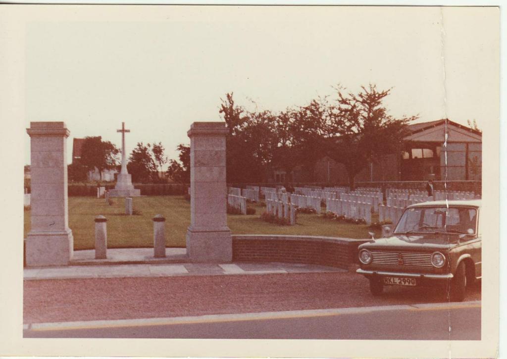 Entrance to Birr Cross Roads cemeter