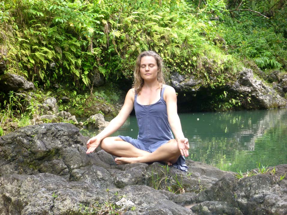 a Hawaii-Waterfall-Meditation