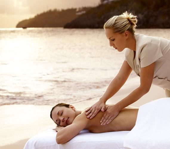 a hawwi massage on the beach b59b6438-8a