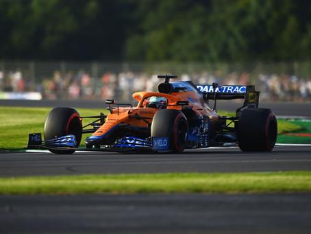 """Daniel Ricciardo revela misto de sentimentos na sexta em Silverstone: """"Estou no meio"""""""
